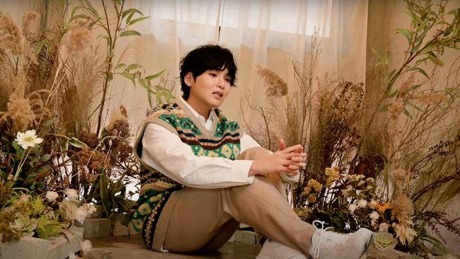 Ryeowook Super Junior kembali menampilkan kemampuan bernyanyi sekaligus berbahasa Indonesia dengan membawakan ulang lagu Terlanjur Mencinta.