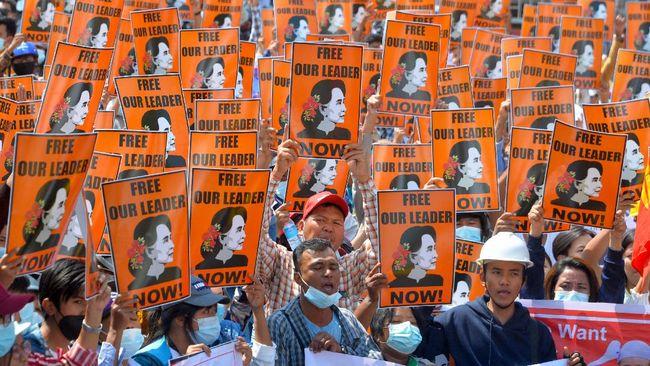 Anggota parlemen, pemimpin demo, hingga petinggi suku di Myanmar meresmikan pemerintah tandingan junta militer.