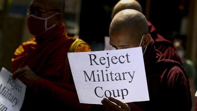 AS menghukum enam perusahaan milik dua anak  Panglima Angkatan Bersenjata Myanmar Jenderal Min Aung Hlaing demi menghentikan kekerasan warga sipil.