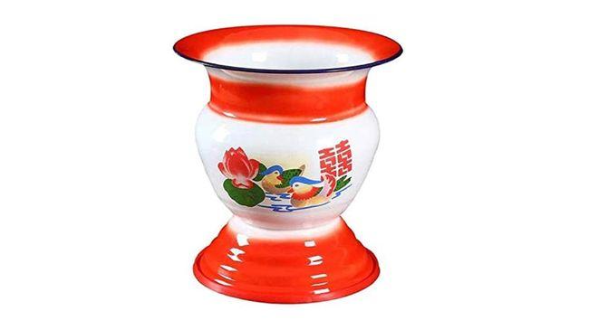 Sebuah keranjang buah ala China yang dijual online mendadak jadi bahan pembicaraan setelah fungsi aslinya orang tahu fungsi aslinya, pot ludah.