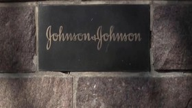 VIDEO: Warga AS dianjurkan Gunakan Vaksin Johnson & Johnson
