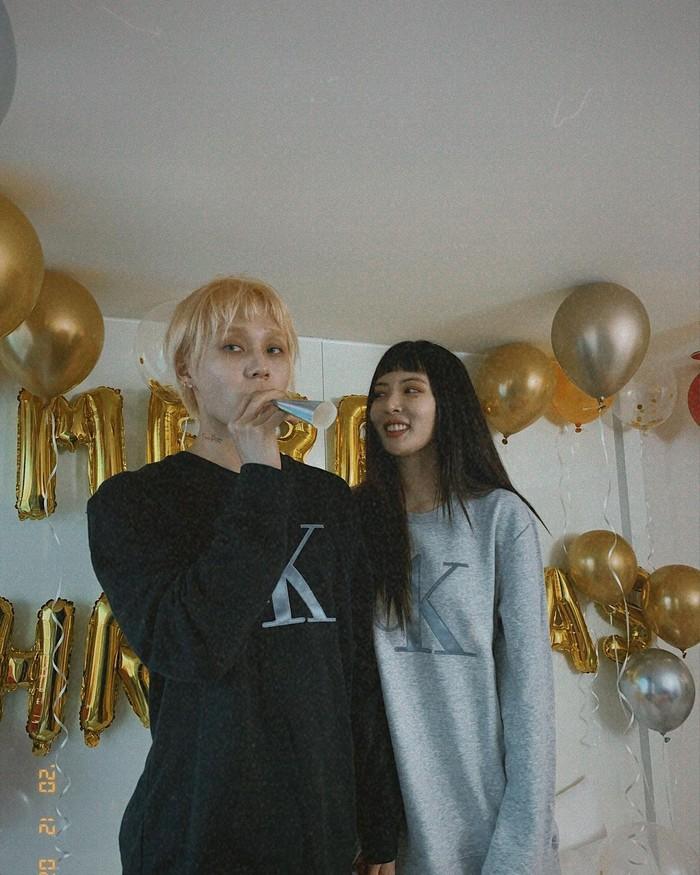 Natal lalu dirayakan bersama dengan menghias kamar menggunakan balon (foto: instagram/com/hyunah_aa)