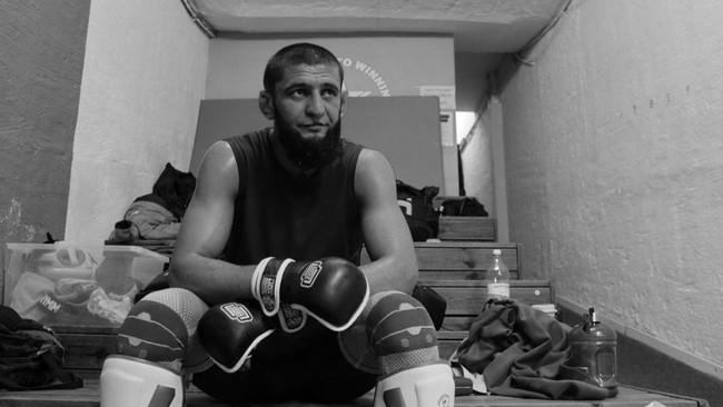 Khamzat Chimaev Batuk Darah Saat Umumkan Pensiun dari UFC