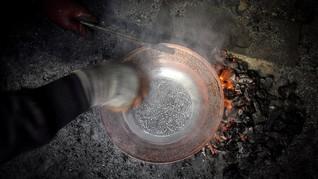 FOTO: Menengok Pembuatan Kerajinan Tembaga di Kashmir