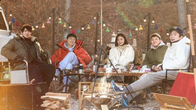 Para pemeran Hospital Playlist akan menghibur penggemar melalui Camping Playlist, serial realitas sekaligus spin-off mini dari drama Korea tersebut.