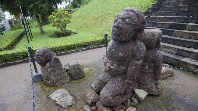 Sebagai salah satu kerajaan tertua di Indonesia, kerajaan Majapahit meninggalkan sejumlah prasasti. Artikel ini menuliskan daftar prasasti dan candi.