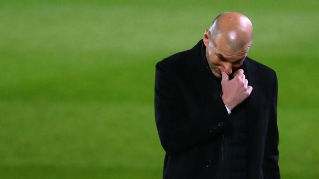 Real Madrid nyaris kalah dari Real Sociedad dan gagal menyalip Barcelona di posisi dua klasemen Liga Spanyol.