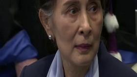 VIDEO: Suu Kyi Hadapi Dua Tuduhan Baru di Persidangan
