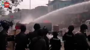 VIDEO: Pedemo Cedera Saat Polisi Bubarkan Kerumunan