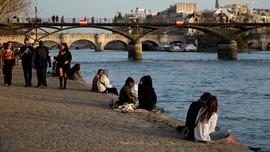 Prancis Larang Warga Belum Vaksin Keluyuran di Ruang Publik