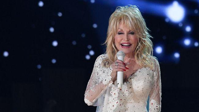 Dolly Parton, di usianya yang ke-75, kembali tampil seperti saat menjadi gadis sampul majalah Playboy kala lebih dari 40 tahun lalu.