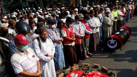 Demostran Myanmar Tak Gentar Lawan Militer Usai Puluhan Tewas
