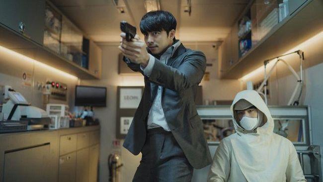 Film sci-fi terbaru Gong Yoo dan Park Bo-gum, Seobok, dijadwalkan rilis bersamaan baik di bioskop maupun layanan streaming pada April 2021.