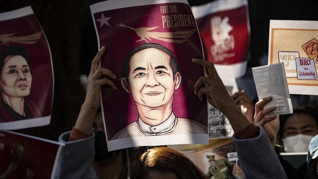 Presiden Myanmar yang digulingkan oleh junta militer, Win Myint menghadapi dua dakwaan baru, termasuk pelanggaran konstitusi.