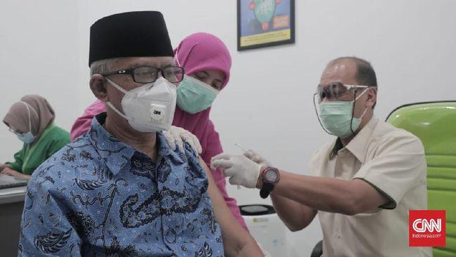 Ketua PP Muhammadiyah Haedar Nashir mengajak segenap keluarga besar Muhammadiyah menjalani vaksinasi virus corona.