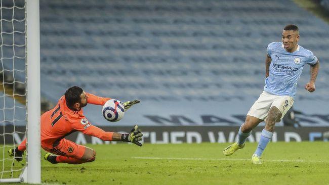 Manchester City berhasil menciptakan selisih 15 poin pada klasemen Liga Inggris setelah mengalahkan Wolverhampton Wanderers.