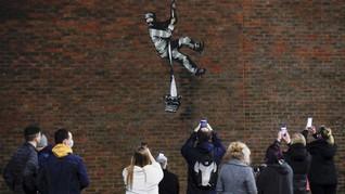 FOTO: Mural di Bekas Penjara Inggris Diduga Karya Banksy