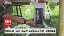 VIDEO: Suasana Haru Saat Pemakaman Rina Gunawan