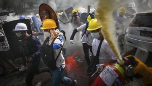 FOTO: Ricuh Demo Anti-Kudeta Myanmar Telan Puluhan Korban