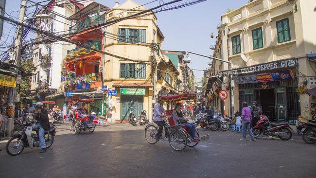 Kaum backpackers pasti sudah lama mengenal Ta Hien, jalanan yang dipenuhi bar berharga murah dengan suasana yang meriah di Hanoi, Vietnam.
