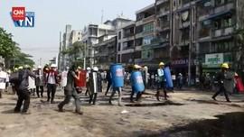 VIDEO: Polisi Kembali Lepas Tembakan Hadapi Pedemo Myanmar