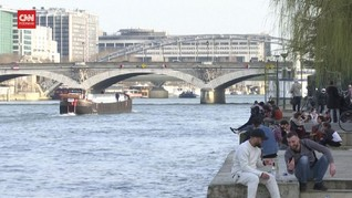VIDEO: Warga Paris Nongkrong di Siang Hari Hindari Jam Malam