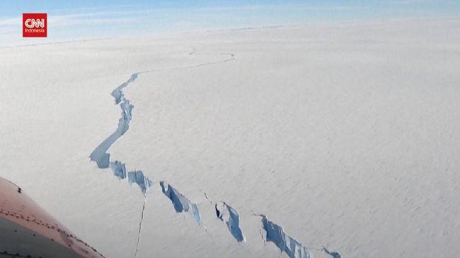 VIDEO: Lapisan Es di Antartika Pecah Sepanjang 1.2