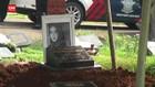 VIDEO: Teddy Syah Antar Jenazah Rina Gunawan ke Pemakaman