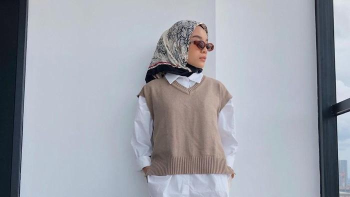 5 Inspirasi Outfit Hijab dengan Vest, Cocok Jadi Office Look Hingga Hangout