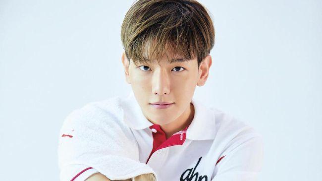 Vokalis boyband EXO, Baekhyun memberikan kabar sekaligus pamit kepada penggemarnya sebelum menjalani wajib militer hari ini.