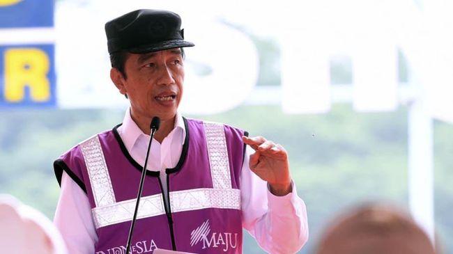 Presiden Jokowi mengaku akan menerapkan PPKM Mikro di luar daerah Jawa-Bali yang memiliki kasus aktif Covid-19 tinggi.