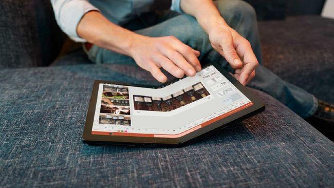 Laptop layar lipat pertama dunia Lenovo ThinkPad X1 Fold sudah tersedia di RI dengan harga Rp60 juta.