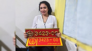 Perempuan Berpelat Palsu TNI Minta Maaf, Polisi Tetap Proses