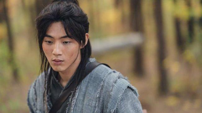 KBS memutuskan menghapus seluruh adegan River Where Moon Rises yang diisi oleh Ji Soo dan merekam ulang adegan itu dengan aktor pengganti.