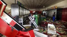 FOTO: Penjarahan Supermarket Warnai Kerusuhan di Senegal