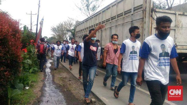 Massa KLB Demokrat dan DPD Demokrat Sumatera Utara terlibat bentrok di lokasi pelaksaan Kongres Luar Biasa di Deli Serdang.