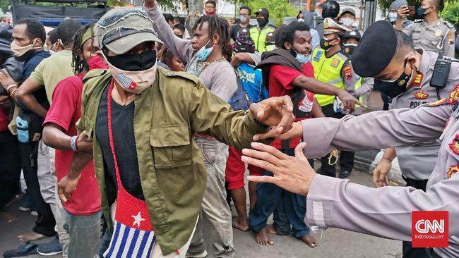 Eks Wakil Ketua Komnas HAM Stanley Adi menyatakan hati orang Papua selama ini belum dimenangkan pemerintahan saat ini.