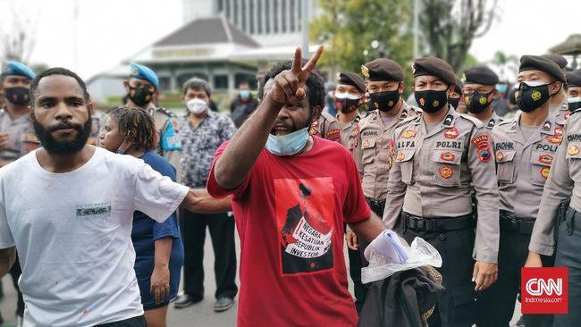 Aparat mengklaim melakukan pembubaran paksa demonstrasi tolak otsus Papua jilid II lantaran tidak mengantongi izin.