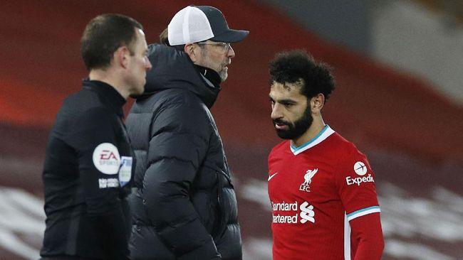 Mohamed Salah ditarik keluar Jurgen Klopp pada menit ke-62 saat Liverpool dikalahkan Chelsea. Sebuah keputusan yang tidak pernah dilakukan Klopp sebelumnya.