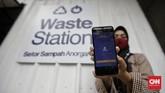 Warga dapat menyetorkan sampah anorganik ke stasiun limbah Rekosistem yang tersedia di Stasiun MRT Blok M, Jakarta.