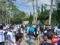 Ratusan Orang Berkaus 'Moeldoko' Jaga Lokasi KLB Demokrat