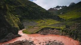 Terpana Keajaiban Sungai Merah di Peru