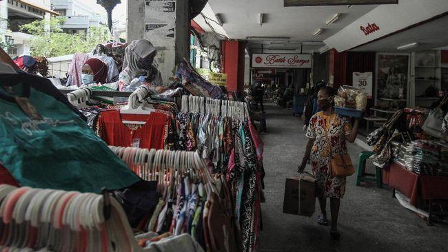 Kegiatan wisata di kawasan Malioboro sepi pengunjung selama musim libur Lebaran, namun pantai Yogyakarta dipadati pengunjung.