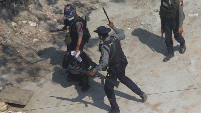 Junta Myanmar memerintahkan pusara peringatan penduduk yang meninggal akibat demo dibongkar.