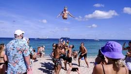 Nanar Warga Miami Lihat Turis ABG Asyik Pesta Kala Pandemi