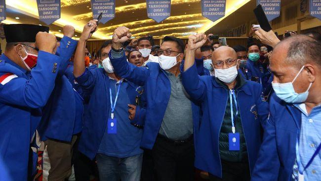 Kubu Kepala Staf Kepresidenan Moeldoko, Saiful Huda mengatakan SBY tengah main drama terkait somasi terbuka dari DPP Demokrat di bawah kepemimpinan AHY.