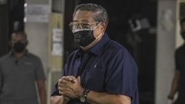 Hari Pertama Lebaran, SBY Ziarah Pusara Ibu Ani di Kalibata