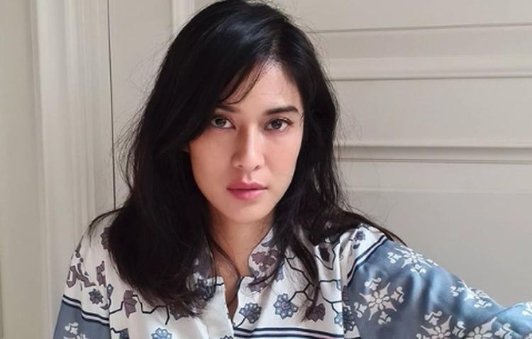 Bunda bisa mencoba skincare ala artis Indonesia yang membuat wajah mereka selalu glowing. Skincare ini tak melulu mahal kok, Bunda. Banyak produknya terjangkau.