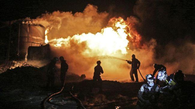 Pertamina saat ini tengah melakukan normal shutdown dan pengendalian arus minyak demi mencegah kebakaran kilang di Balongan meluas.