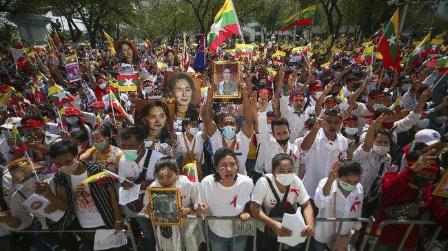 Drone buatan China dikabarkan telah dikerahkan untuk memantau unjuk rasa anti rezim junta militer Myanmar di jalan.
